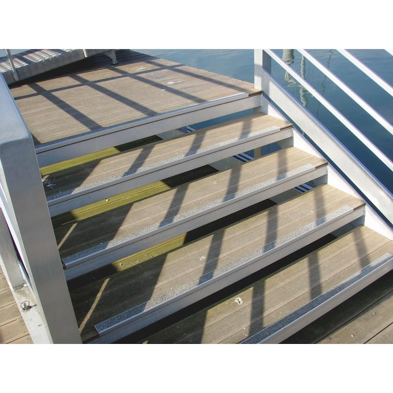 Profilé aluminium avec bande antidérapante pour nez de marche - 7