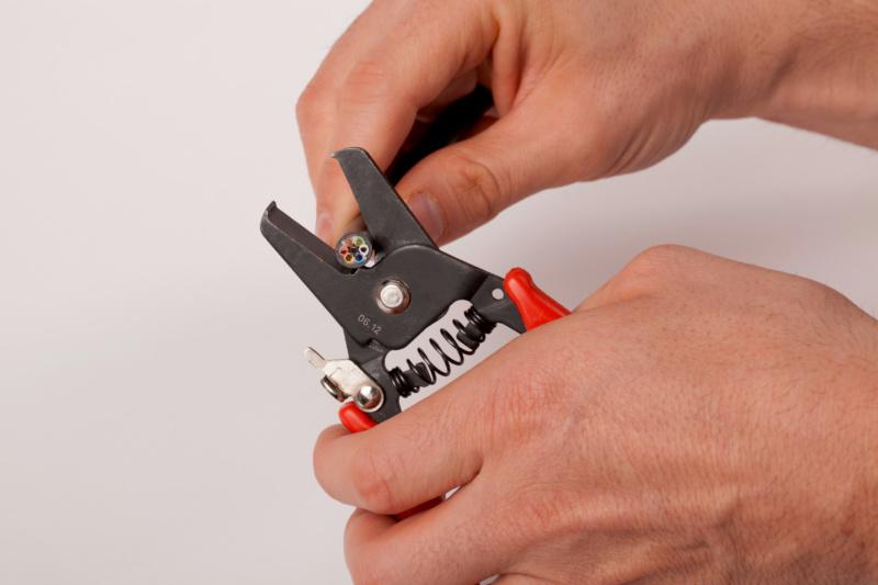 Pince coupe colliers plastiques et coupe câble - PINCE COUPE COLLIERS PLASTIQUES