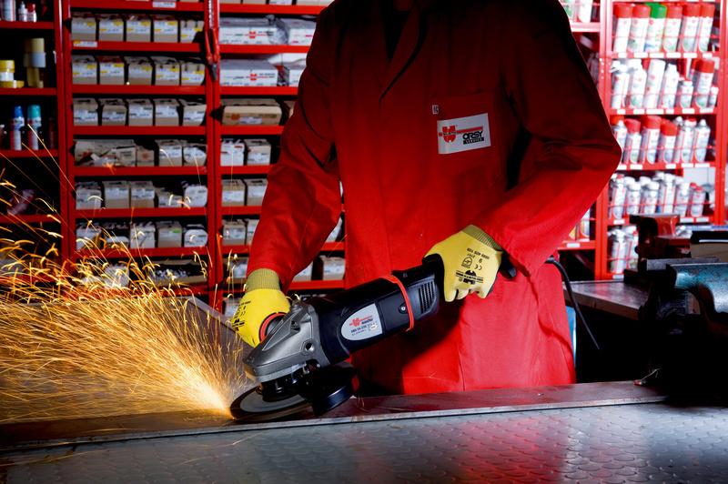 Çift tutma saplı avuç içi taşlama makinesi EWS 24-180-S - EL.AVUÇİÇİ TAŞL.MAK.(EWS 24-180-S)-2400W