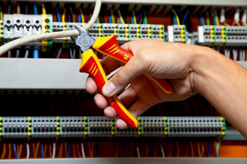Szczypce do cięcia boczne VDE DIN ISO 5749 IEC 60900 DIN ISO 5749 IEC 60900 - SZCZYPCE VDE DO CIĘCIA BOCZNE 180MM
