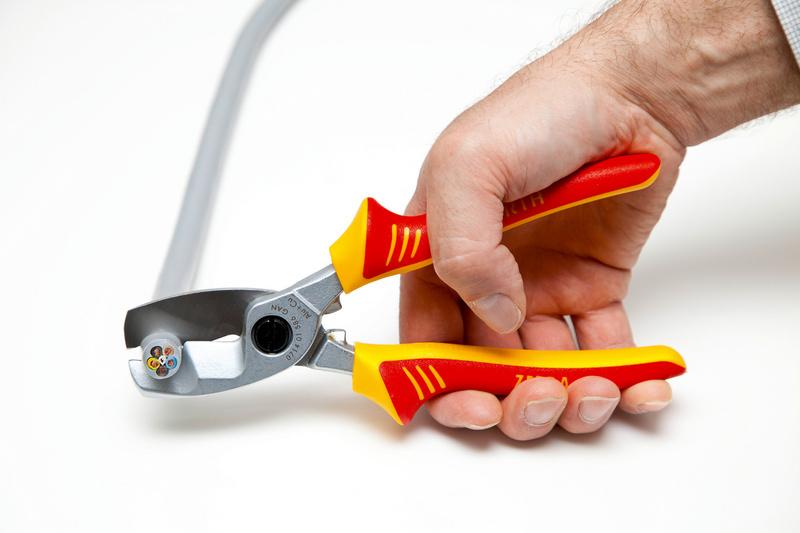 Nożyce VDE do kabli z podwójnym ostrzem IEC60900 - SZCZYPCE ZEBRA VDE DO CIĘCIA 200 MM