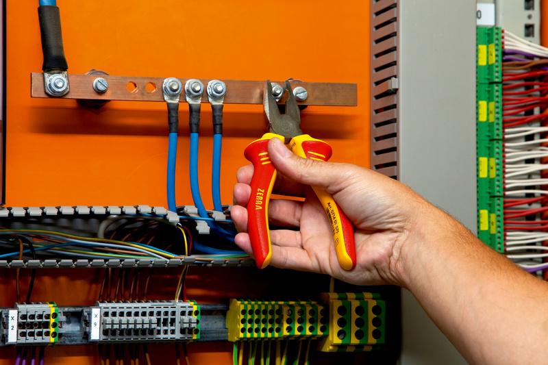 Szczypce uniw. VDE DIN ISO 5746 IEC 60900 uchw. 2C - SZCZYPCE VDE UNIWERSALNE 180MM