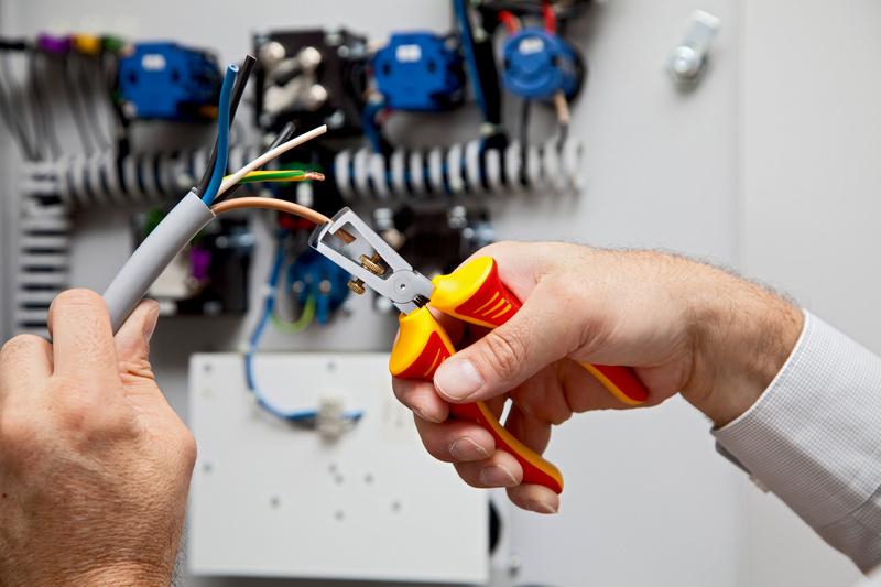 VDE kábelcsupaszító fogó 2K nyél, IEC 60900 - SZIGETELÉS ELTÁVOLÍTÓ FOGÓ VDE
