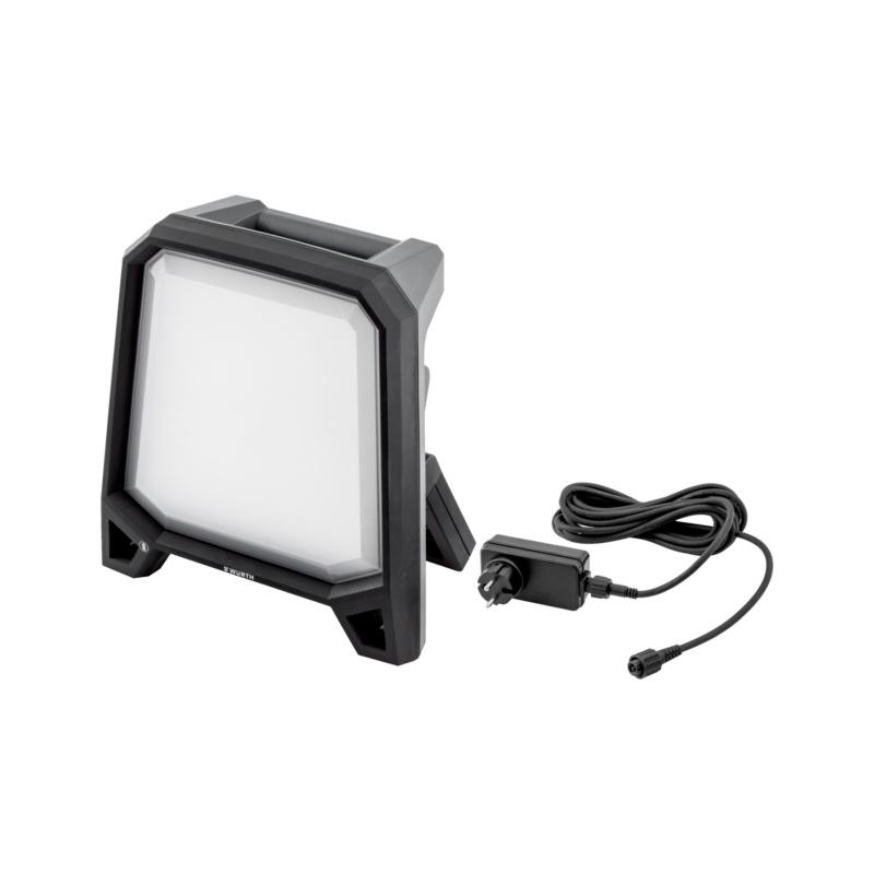 Akku-LED-Arbeitsleuchte POWERQUAD M AC/R  Wiederaufladbare (R) Leuchte kann während des Netzbetriebes (AC) aufgeladen werden.