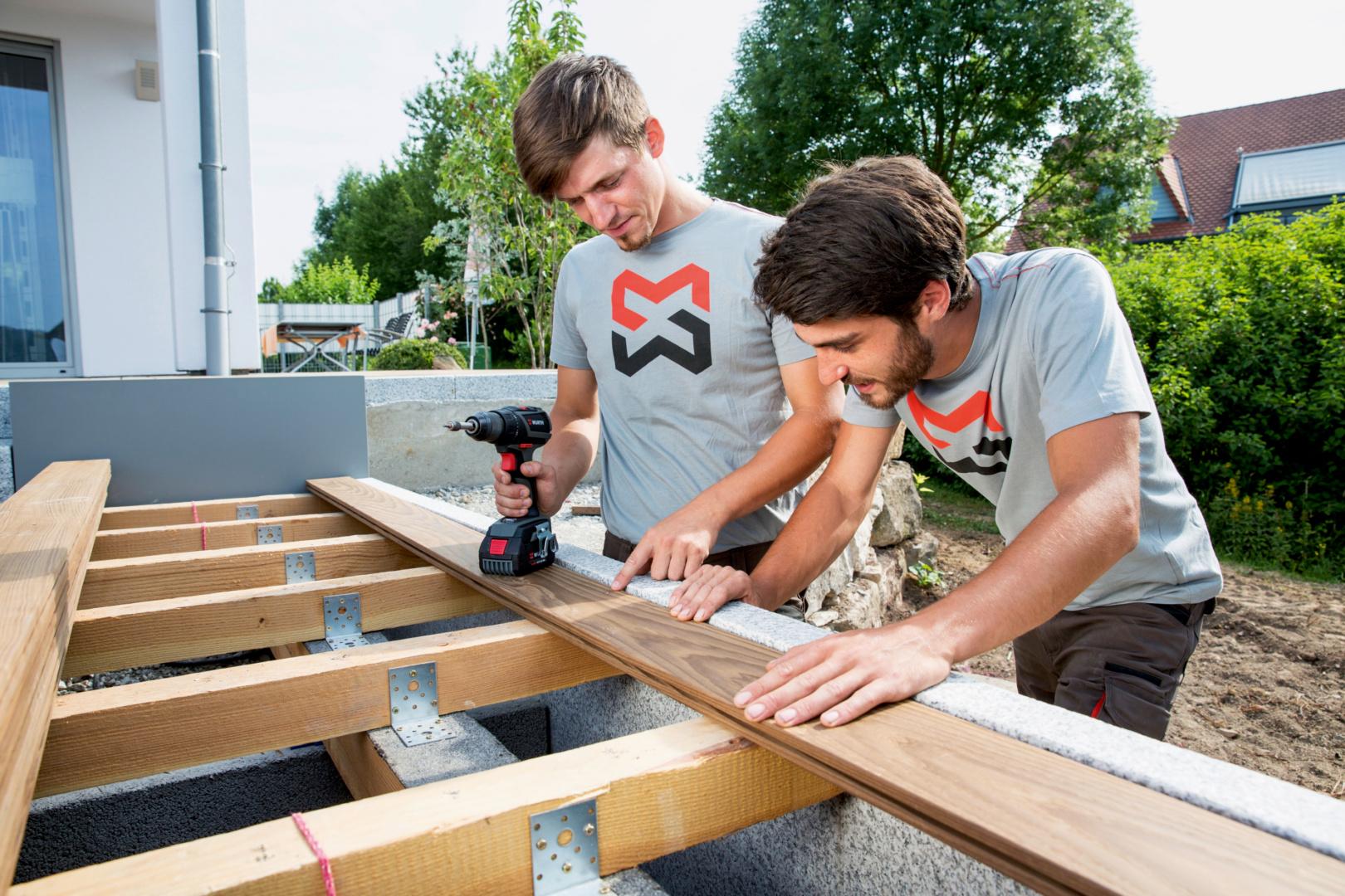 Titelbild Terrassenbau: Planen, montieren, pflegen – Tipps & Tricks für das Wohnzimmer im Freien