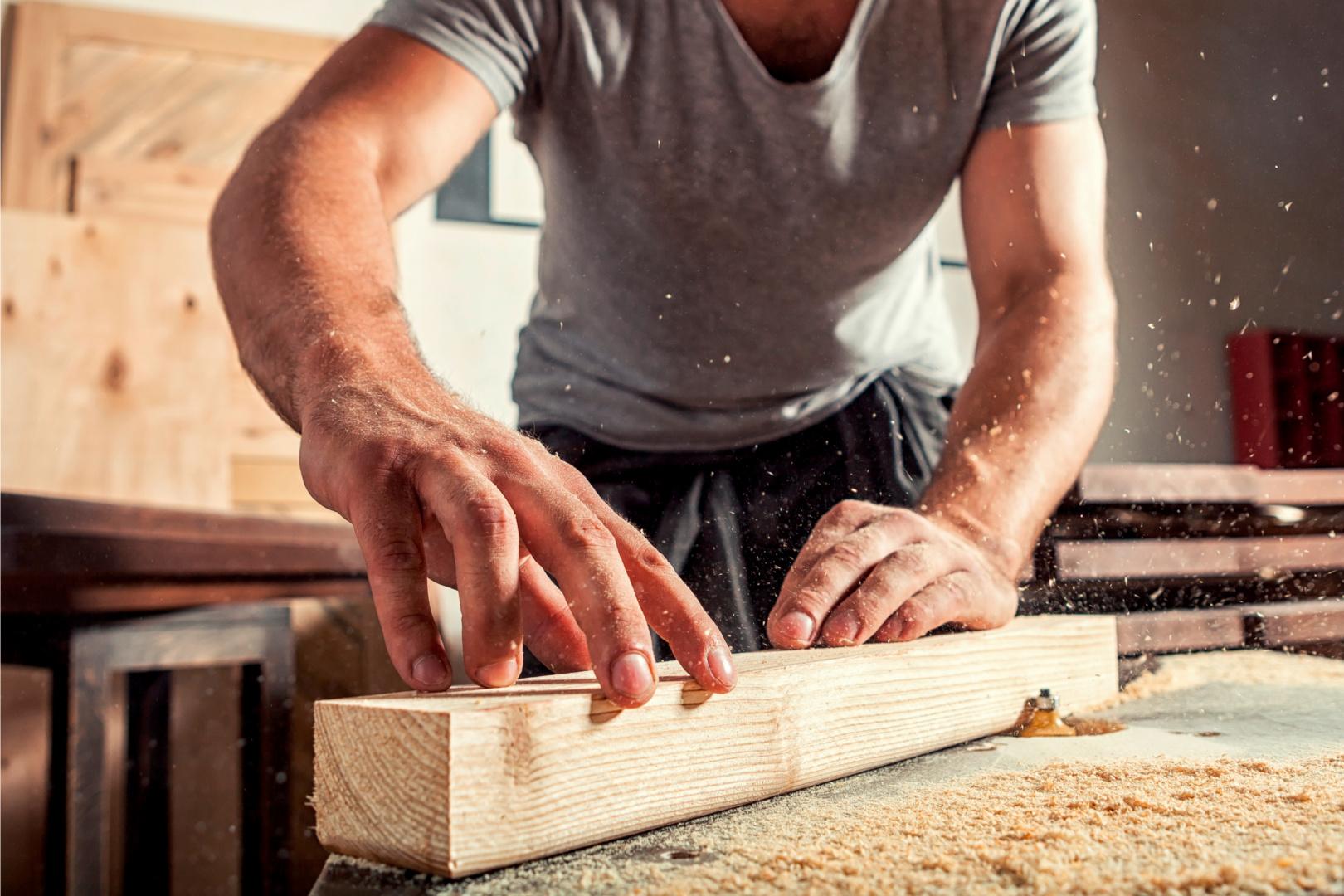 Titelbild Gesundheitsrisiko Holzstaub: So schützen Tischler und Schreiner ihre Mitarbeiter