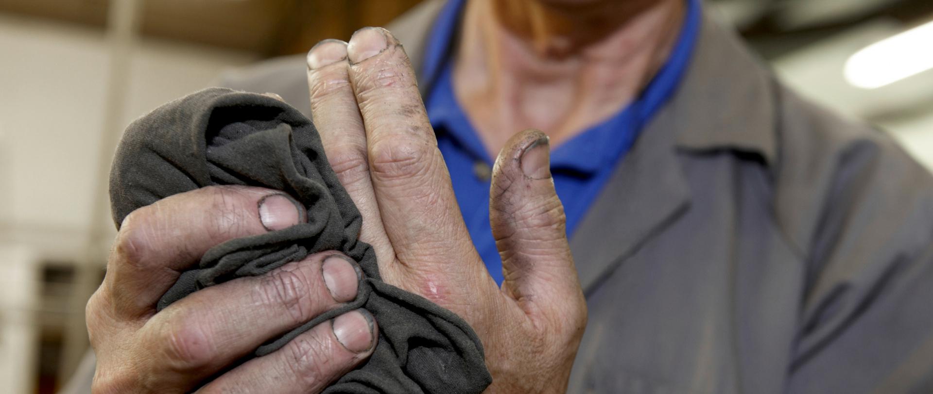 Titelbild Handpflege im Handwerk: Schützen, reinigen, pflegen