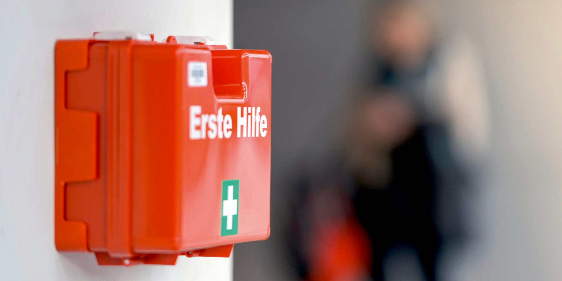 Titelbild Checkliste Erste Hilfe: So bereiten Sie sich für den Ernstfall vor