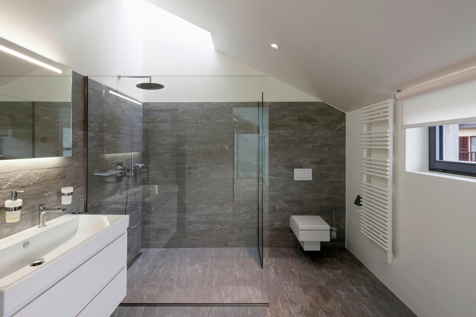 Titelbild Duschrinne oder Duschboard: Die Varianten im Vergleich