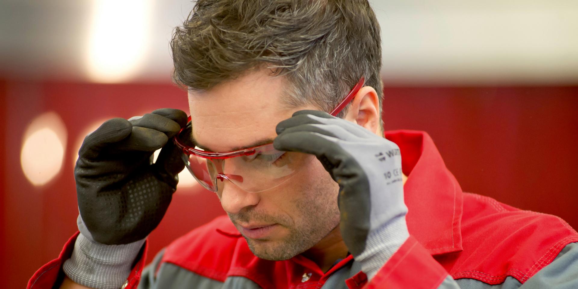 Titelbild Augenschutz ist nicht alles: 3 Dinge, die Sie beim Kauf Ihrer nächsten Schutzbrille unbedingt beachten sollten