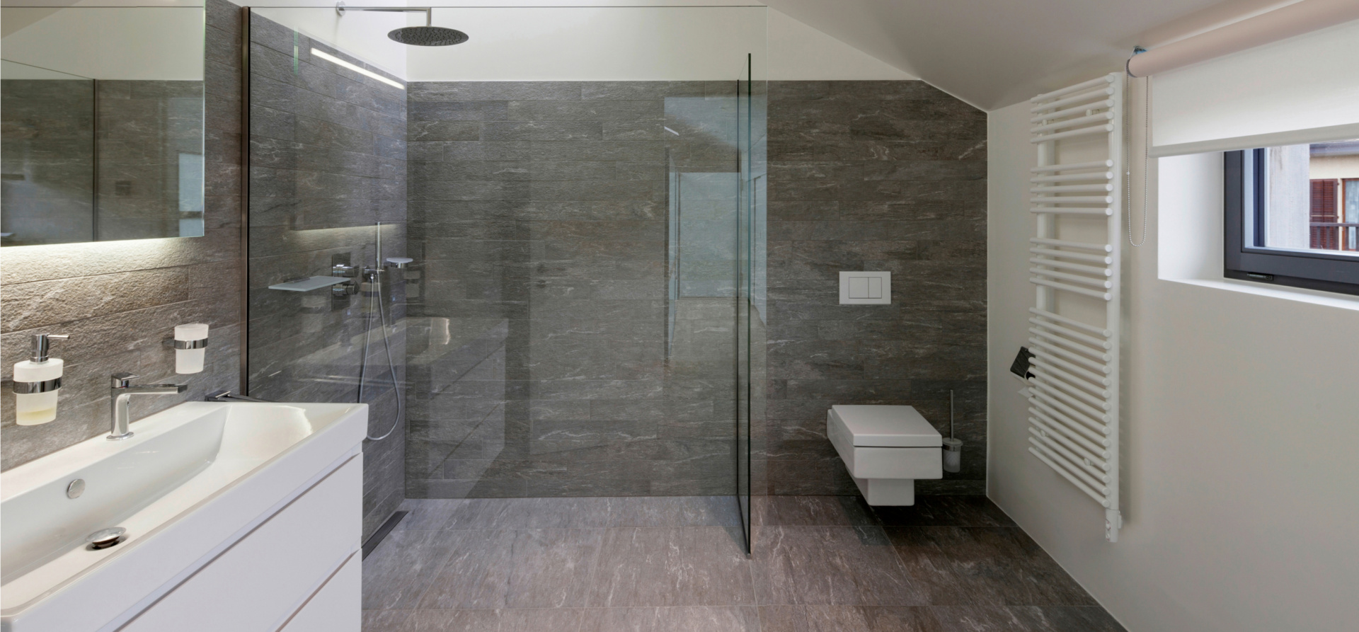 Titelbild Dusche individuell gestalten: Konfigurator, Werkstoffe, Vorteile
