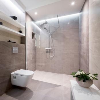Komfort, Sicherheit, Förderung: Drei Gründe für bodenebene Duschen
