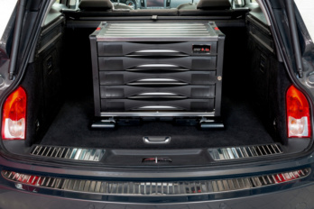 Adapterplatte im Kofferraum