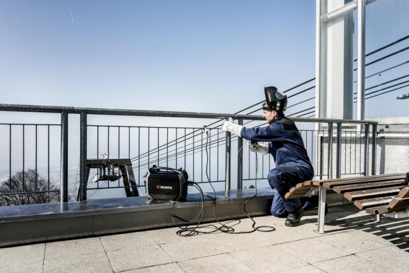 Magazin Teaser Die 3 größten Fehler bei der Geländerbefestigung im Hochbau