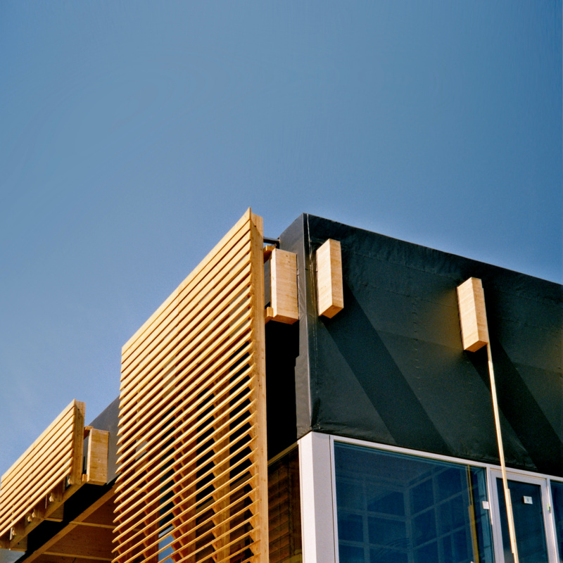 Magazin Teaser Farbige Fassadenbahnen: Trends & Tipps für Architekten, Planer und Handwerker
