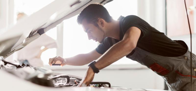 Arbeit unter Spannung: Machen Sie Ihre Werkstatt fit für Elektro-Fahrzeuge
