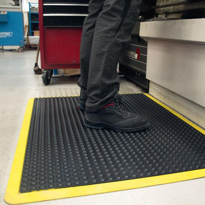 Magazin Teaser Gesundheitstipp: Elastische Bodenbeläge verhindern Rückenschmerzen